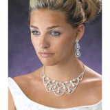 Cum sa alegi cel mai potrivit colier pentru nunta ta?